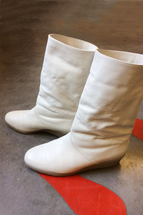 re-tail-whiteboots1